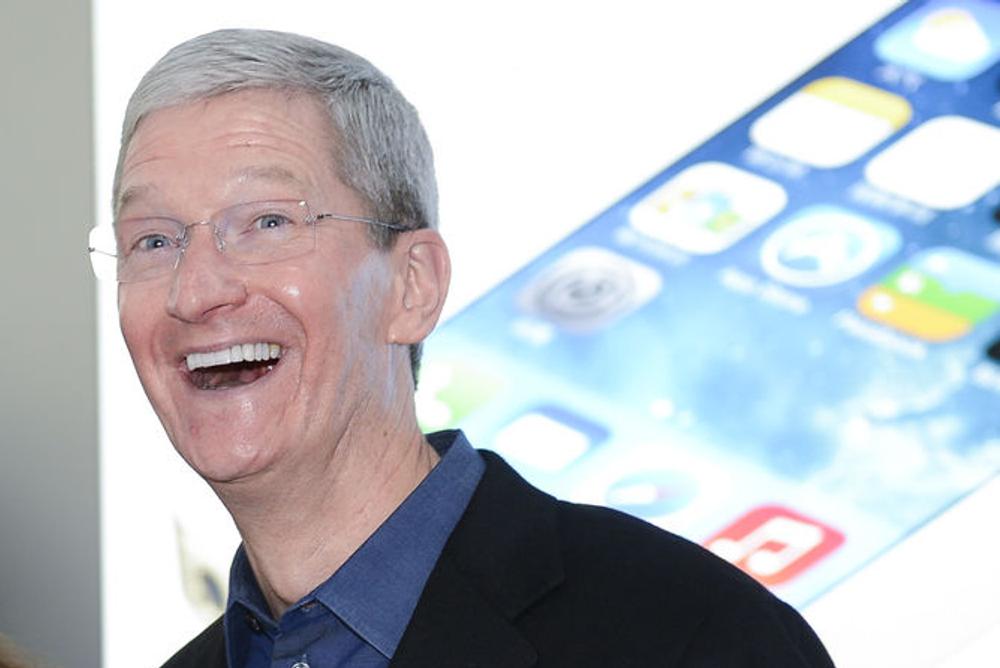 Apple-sjef Tim Cook på besøk i Kina i januar i år, et marked der selskapet gjør det stadig bedre.