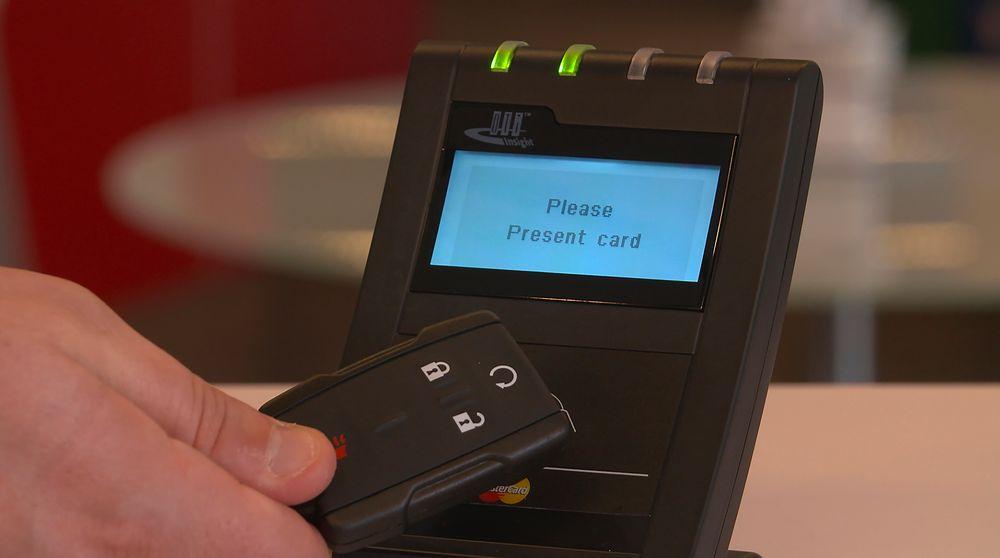 Bilnøkler eller andre dingser du åpner og starter bilen med, bør også kunne brukes til å betale kontaktløst for varer og tjenester, mener MasterCard.
