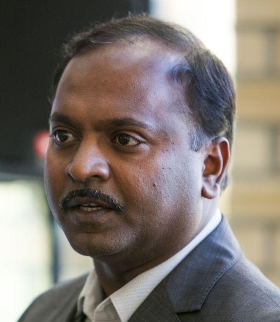 Professor Ilangko Balasingha leder forskningsgruppen for biometriske sensornettverk ved Intervensjonssenteret til Oslo universitetssykehus.