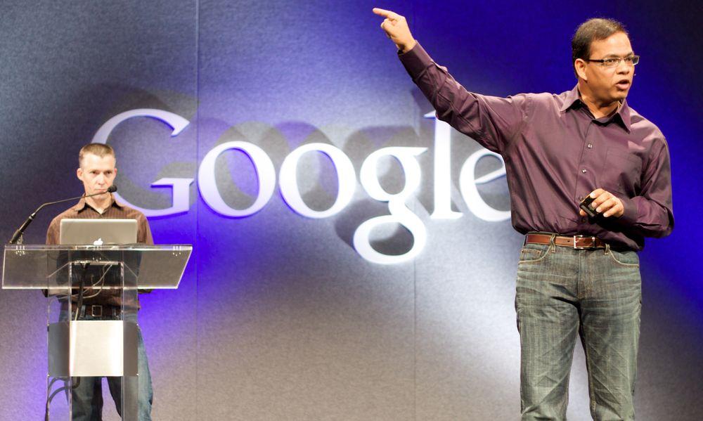 Amit Singhal ble ansatt av Google mens selskapet fortsatt var et relativt lite oppstartsselskap. Her under et foredrag i 2009.