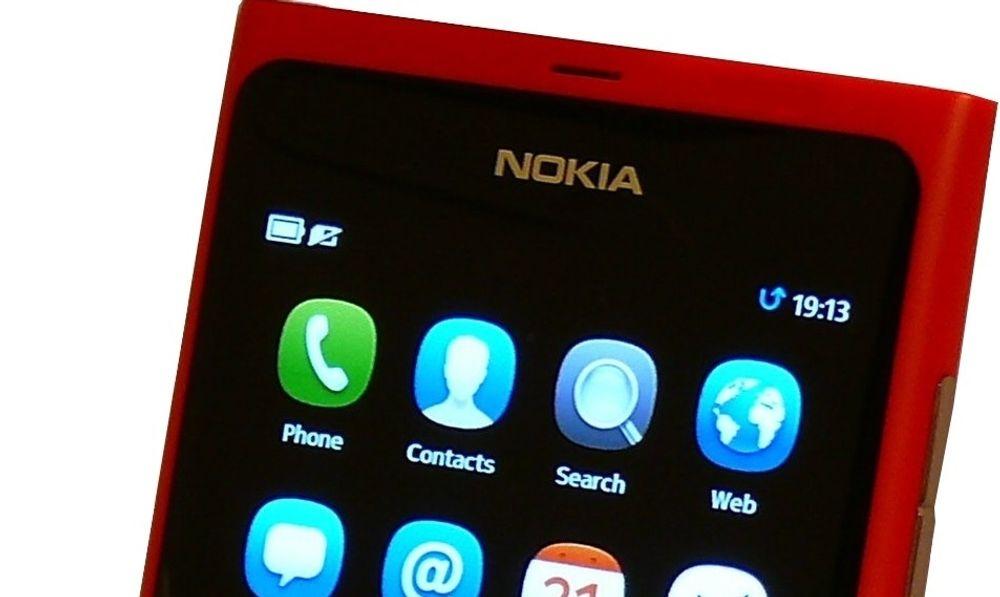 Nokia-smartmobiler skal igjen komme på markedet, men basert på en helt annen strategi enn tidligere. På bildet vises Nokia N9, som var basert på MeeGo-plattformen.
