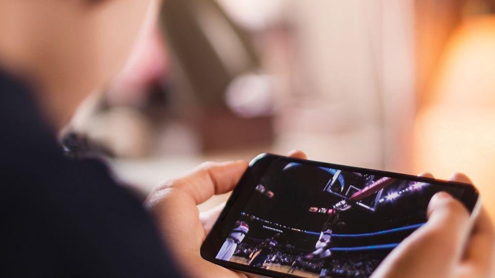 Strømming av både video og musikk på mobilen er svært utbredt i Norge.