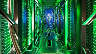 Mener «grønne» datasentre kan være klimabomber: – De kaster energien rett i fjorden