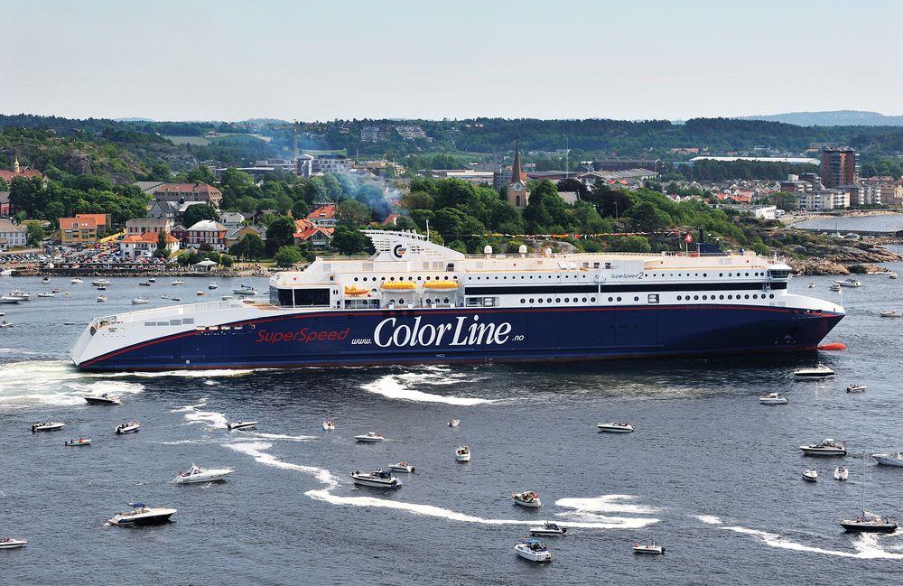 Superspeed 2 fotografert da skipet kom til Larvik i juni 2008. Skipet er 211 meter langt, 26 meter bredt og kan ta nær 2000 passasjerer og 764 biler, eventuelt 117 trailere. .