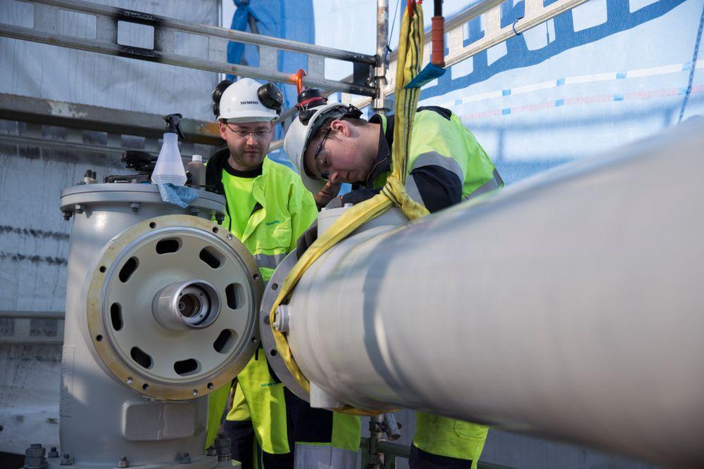 Vekselstrømkabelen fra Kollnes i Hordaland til Martin Linge-feltet i Nordsjøen blir verdens lengste med sine 160 kilometer. Det er 50 prosent lenger enn forrige rekord. Avansert kraftelektronikk i elprosesseringsanlegget deres på land gjør det mulig.