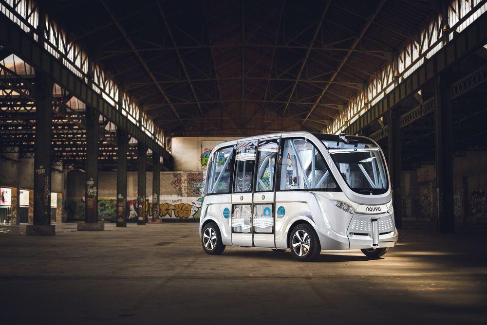 Fra 2018 skal tre førerløse elektriske busser betjene en 1,6 kilometer lang strekning i Aalborg Øst. Bussene leveres av franske Navya Technology.