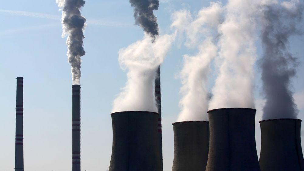 MIT-forskere har klart å omgjøre røykgassene som blant annet kommer fra kraftverk, søppelfyllinger og stålverk til eddiksyre og så til olje.