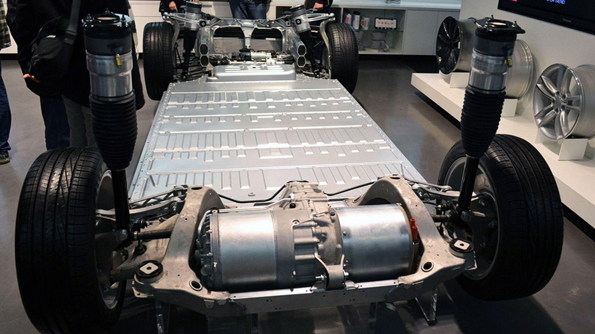 Bildet viser batteripakken til en Tesla Model S.