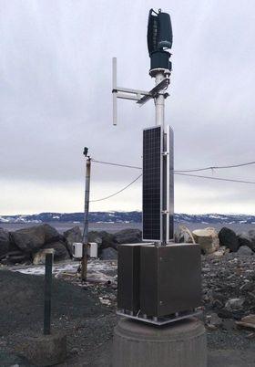 Den nye AIS-prototypen er spesielt designet for arktiske forhold. Med vind- og solcelleenergi som energikilde er den energieffektiv og miljøvennlig, og vil kun ha behov for vedlikehold hver sjette måned.