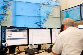Når AIS-prototypen kommer i stabil drift i 2017 vil den begynne å sende live trafikkdata til sjøtrafikksentralen i Vardø. Dette vil styrke sjøtrafikksentralens overvåking av risikotrafikk utenfor Svalbard.