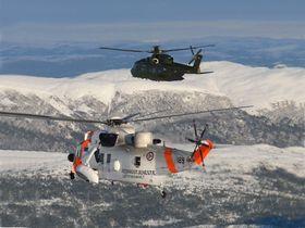 To generasjoner sar-helikoptre: Et norsk Westland Mk43 Sea King og et dansk AW101 (EH101).