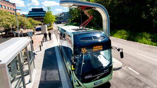 Nå skal elbusser få en egen standard for lading