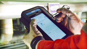 Ved å bruke appen på et nettbrettfår inspektørenetilgang til inspeksjonsdata ogarbeidsordre ute i felten, og kan sende resultatene direkte til land, hvor de umiddelbart blir tilgjengelige.