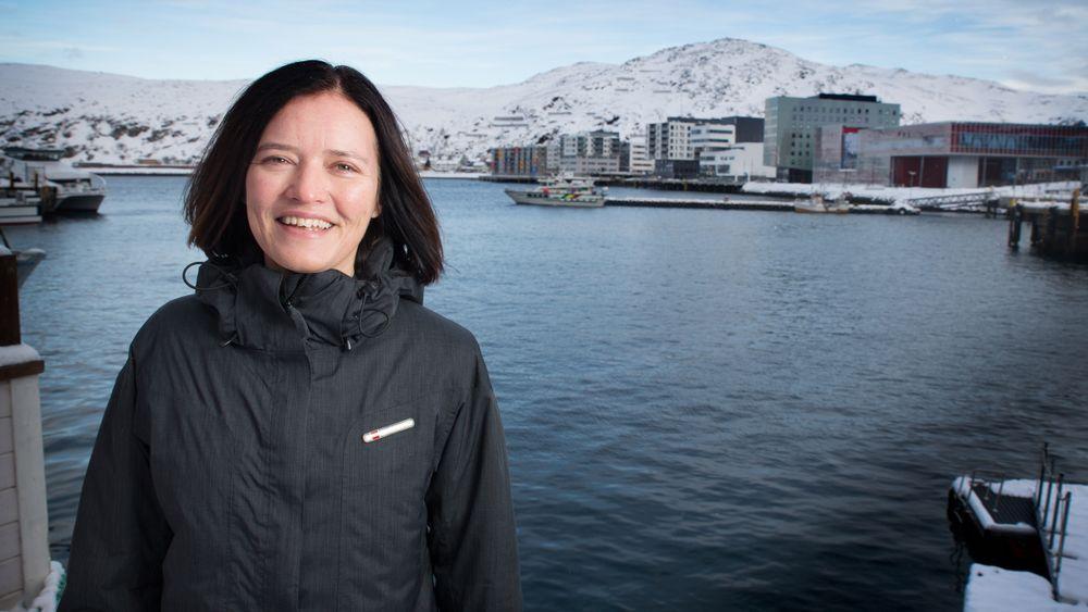 LYSE UTSIKTER: Jeanette Moland i Hammerfest Næringsinvest ser konturene av en storby bak seg, der hun har vært med som en av tilretteleggerne for videreutvikling av eiendom.