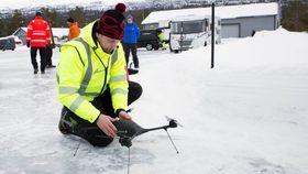 Dronepilot Michael Johansen fra AST Drone Support skulle ønske seg mer vind, siden denne Lockheed Martin-dronen er bygget for å tåle både ekstrem kulde og regn og vind.