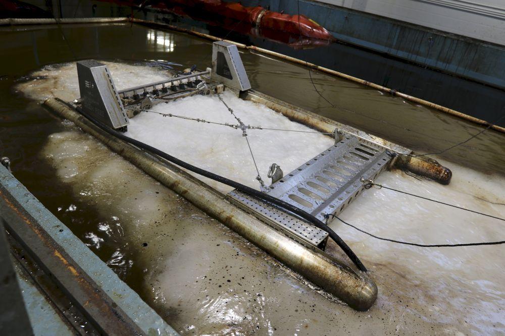 ChemFree knuser oljene i ørsmå dråper som fordeles i vannsøylen og spises av bakterier. Foto: Kystverket