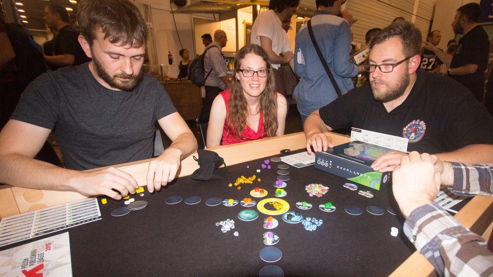 Var du heldig fikk du også plass ved et bord så du kunne prøve dette spillet.