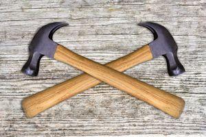 USAs forsvar satser på kvalitet. Så hvilken hammer koster 435 dollar, og hvilken koster 10? Den til høyre koster 10. Men hvem av dem er til høyre?