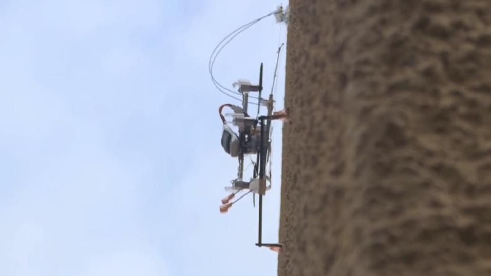 Denne dronen kan lande på en vegg, og klatre oppover