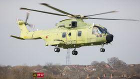 Om to måneder ferdigstilles det første AW101-helikopteret som lakkeres i 330-skvadronens farger.