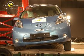 Nissan Leaf under stolpetest i 2011.