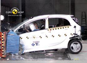 Mitsubishi i-Miev ble kollisjonstestet i 2011. Den fikk store strukturelle skader, og en dør åpnet seg under sidekollisjon.