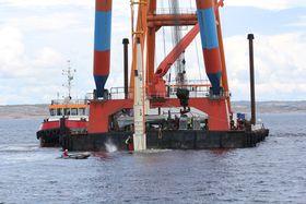 Før jul ble 36 bølgekraftkonvertere plassert på havbunnen utenfor den svenske vestkysten, blant annet ved hjelp av norske Cecon Contracting. Nå blir det utstrakt samarbeid med flere norske aktører.