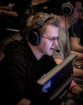 Andreas «b4t» Bergevik(nærmest kamera)er ikke lenger en del av GamersLeague.
