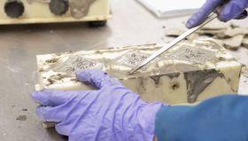 Upcycling: Forskerteamet har laget en prosess hvor de tilsetter kalk og CO2 og får ut et materiale som skal kunne erstatte betong som byggemateriale.