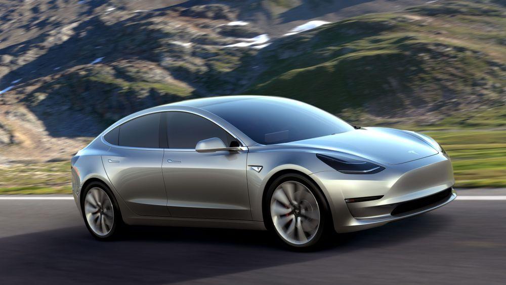 Om det blir Teslaer (bildet) eller tyske elbiler som dominerer Autobahn i Tyskland i 2030, er uvisst. Senest i dette årstallet må imidlertid nye biler være utslippsfrie, ifølge den tyske regjeringen.