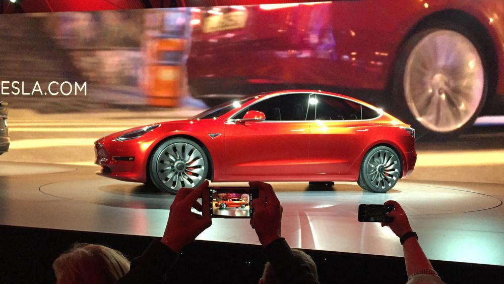 Tesla har lansert Model 3.