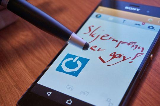 Å bruke Beüler Pen til å skrive på skjermer fungerer ypperlig.