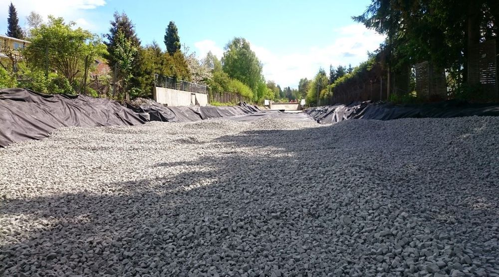 Materialet veier cirka en nidel av vanlig stein, og egner seg derfor godt til fyllmasse i områder med dårlig grunn.
