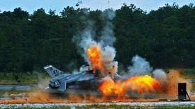 Dette F-16-flyet ble ofret for å teste det såkalte «flight termination»-systemet (FTS).