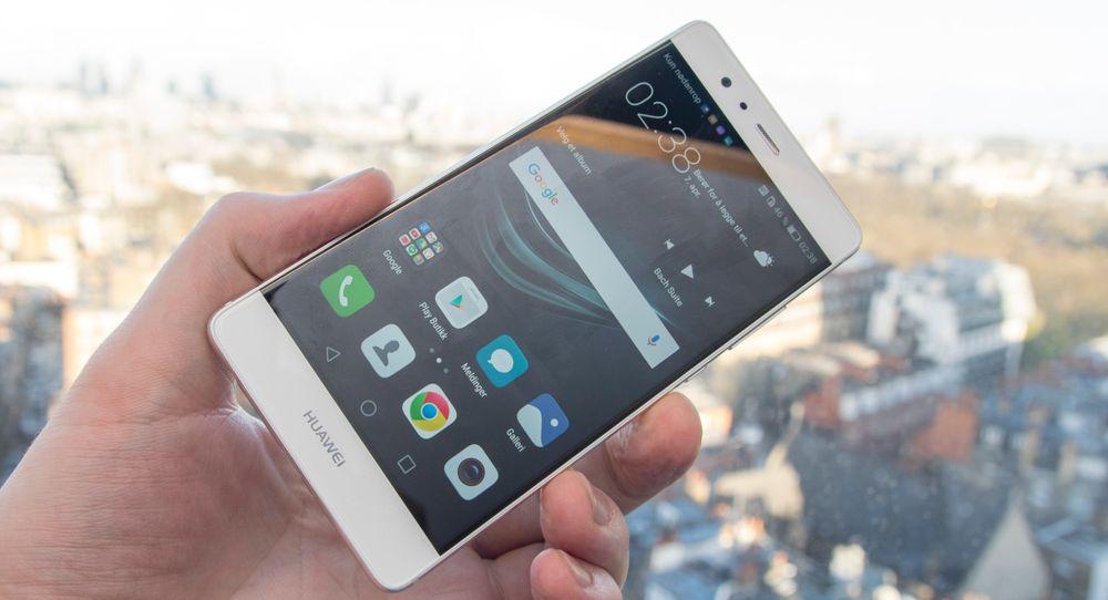 Huawei P9 har en skjerm som dekker en voldsom andel av forsiden, selv om den ikke går fullt så langt ut mot kantene som det ser ut som når skjermen er av.