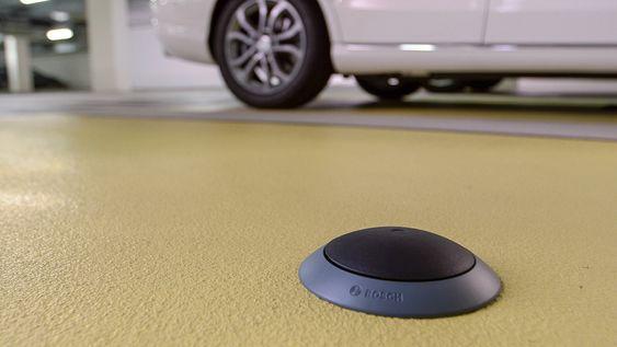"""Er det en bil her?: Parkeringssensorer innendørs og informasjon fra sensorene i bilene våre som kjører rundt i byen og """"ser"""" inn mot veikanten kan danne et komplett kart over ledige parkeringsplasser i byer."""