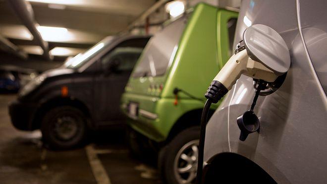 Nå blir det plikt for borettslag til å montere ladeplasser for elbil