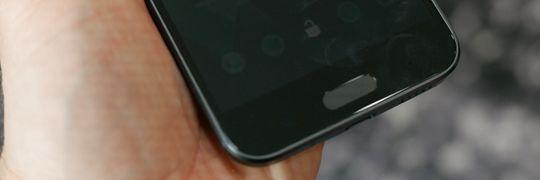 Fingeravtrykksleseren skal låse opp telefonen på 0,2 sekunder.