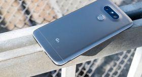Dagens toppmodell fra LG heter G5. Den har mange likheter med V10 og muligheter til å hekte på ulike moduler i bunn.