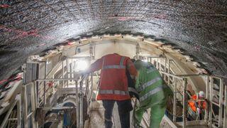 Som en «varm kniv i smør»: Bli med om bord i den største tunnelboremaskinen i sitt slag i Norge