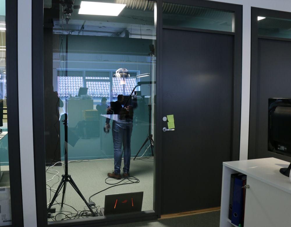 Møbler? Kunst? Trenger ikke sånt i den virtuelle fremtiden!