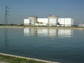 Dette kjernekraftverket i Fessenheim i Frankrike forsøkes «solgt» til Tesla som mulig ny bil- eller batterifabrikk.