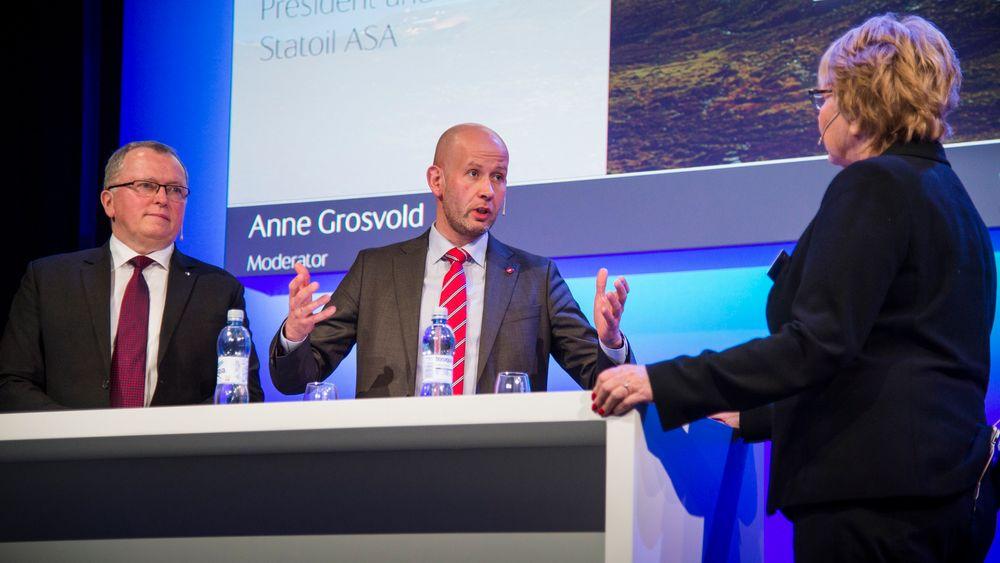 Olje- og energiminister Tord Lien i samtale med Statoil-sjef Eldar Sætre og Anne Grosvold under Statoil Future Energy Forum.