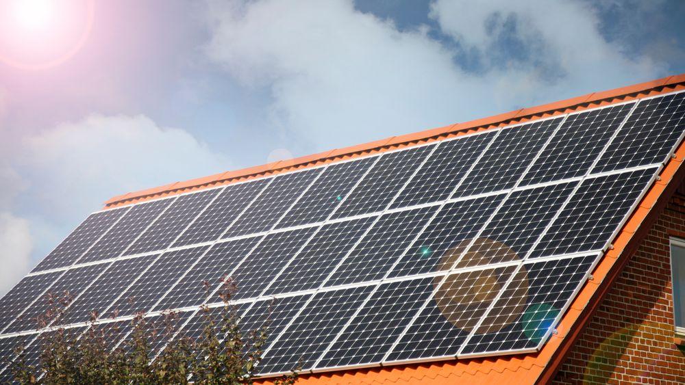 Med det gunstigste scenariet i Norge i dag vil det ta 17 år å tjene inn investeringen i et solcelleanlegg, ifølge en rapport fra WWF og Accenture.