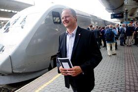 Samferdselsminister Ketil Solvik-Olsen under åpningen av hurtigtoglinjen mellom Oslo og Stockholm.