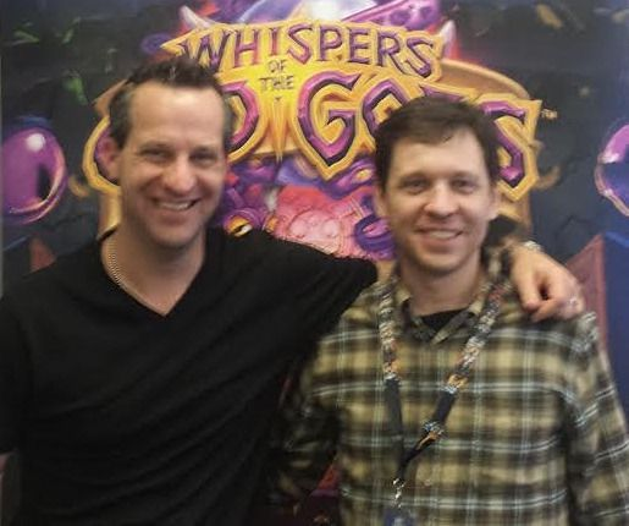 Hearthstone-kunstner Ben Thompson (venstre) og seniordesigner Mike Donais.
