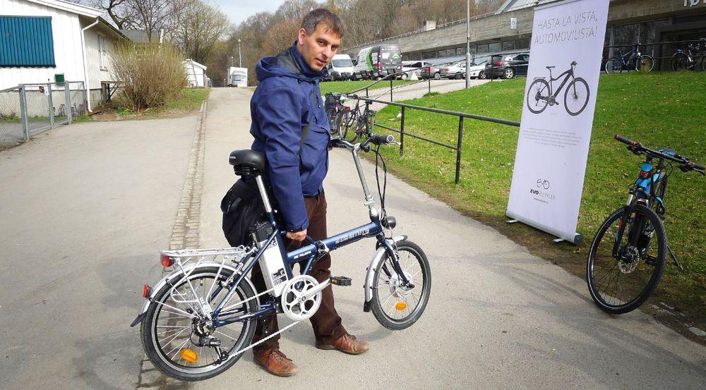 Hannes Neupert, president i den tyske organisasjonen Energy Extra, testet sin første elsykkel i 1992. Etter det har han hatt elsykkel som heltidsgeskjeft. Denne uken besøkte han Norge.