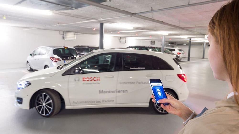 Denne bilen kan finne parkeringsplassen selv