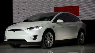 Tesla produserer elbiler som SUV-en Model X.