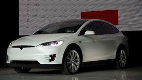 Model X kommer også i 100-variant.